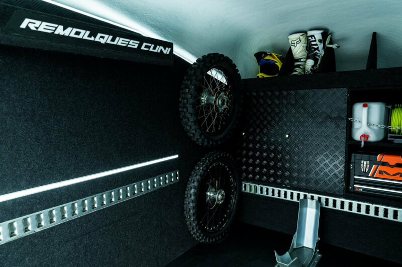 Remolque de fibra ONNE RACE interior 11