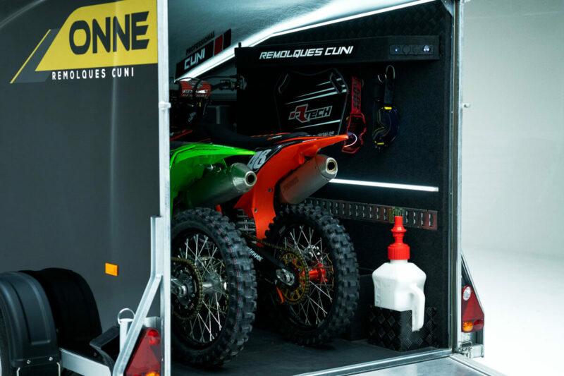 Remolque de fibra ONNE RACE interior 18