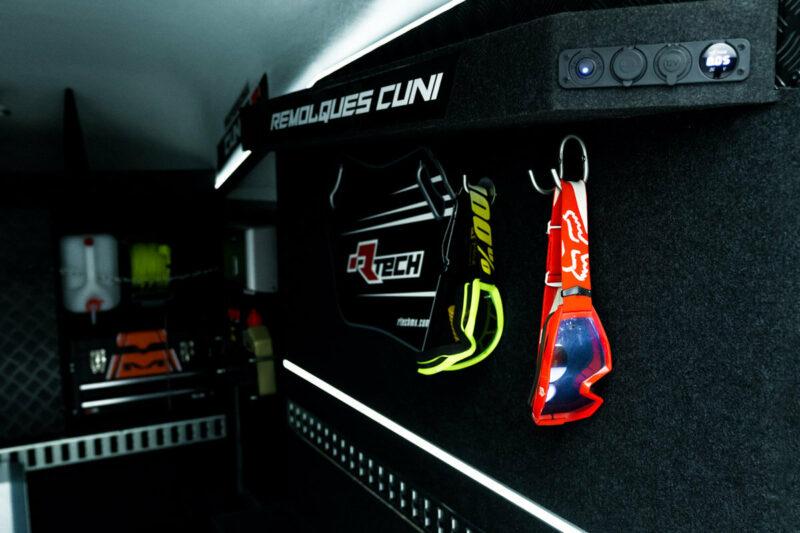Remolque de fibra ONNE RACE interior 5