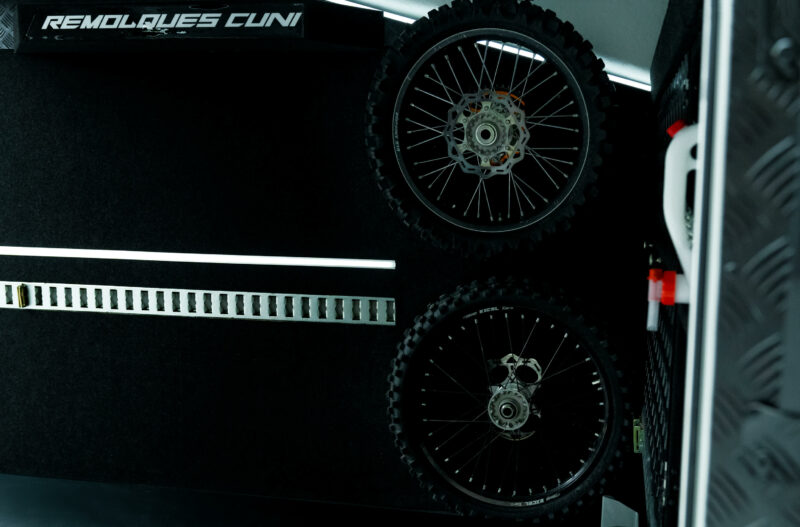 Remolque de fibra ONNE RACE interior 7 scaled