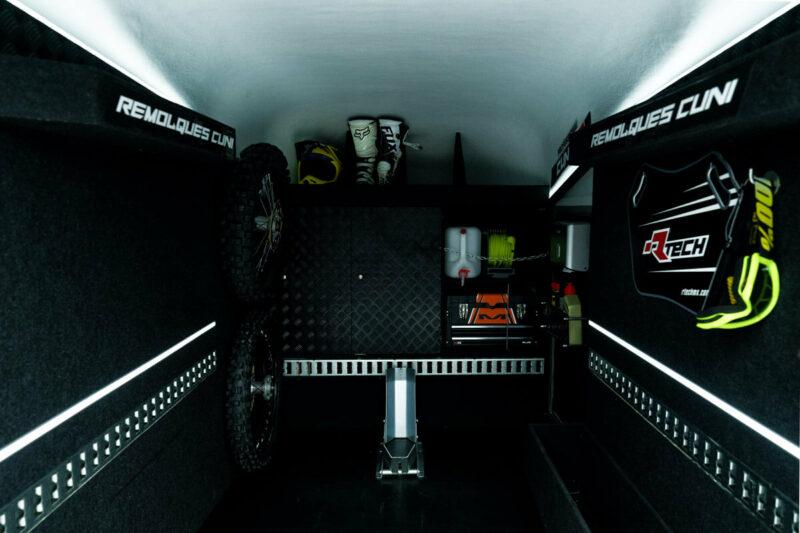 Remolque de fibra ONNE RACE interior 9