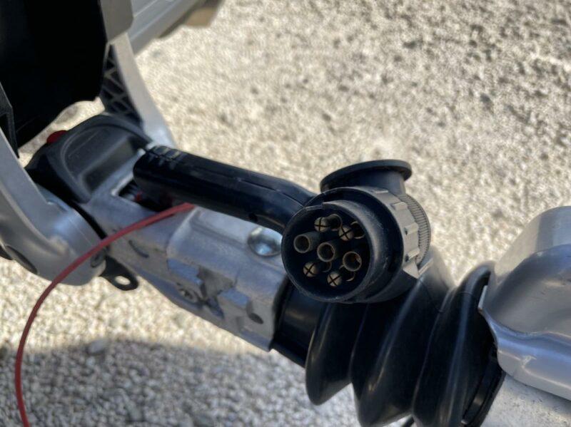 Remolque cerrado ONNE RACE para 3 motos 5