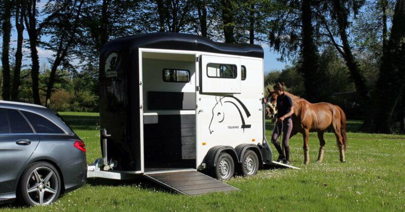 Remolque para 1 caballo y medio Touring One 9